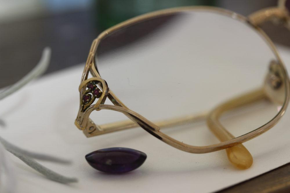 眼鏡についてたルビーを使ってプチネックレスへ