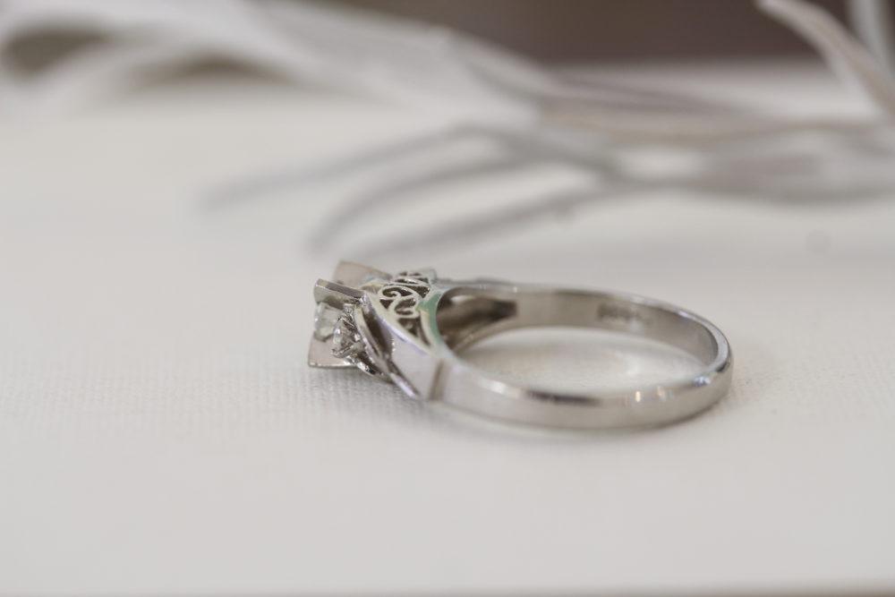 祖母のダイヤの婚約指輪をピアスやネックレスに