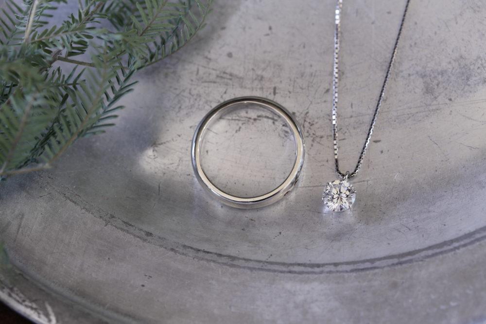 昔購入した指輪のダイヤを使って普段使いのできるリングとネックレスへと