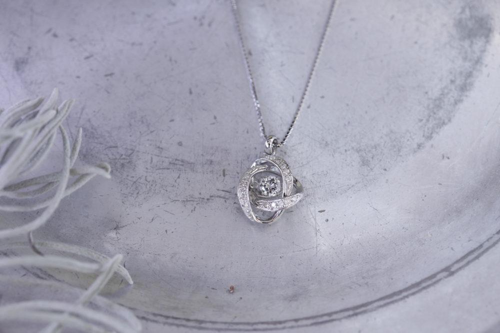 昔購入した指輪のダイヤを使ってキラキラ揺れるネックレスへと