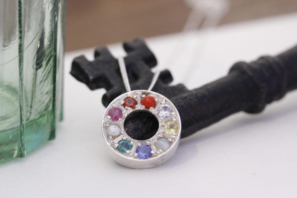 色々な石のネックレスをエタニティーリングに