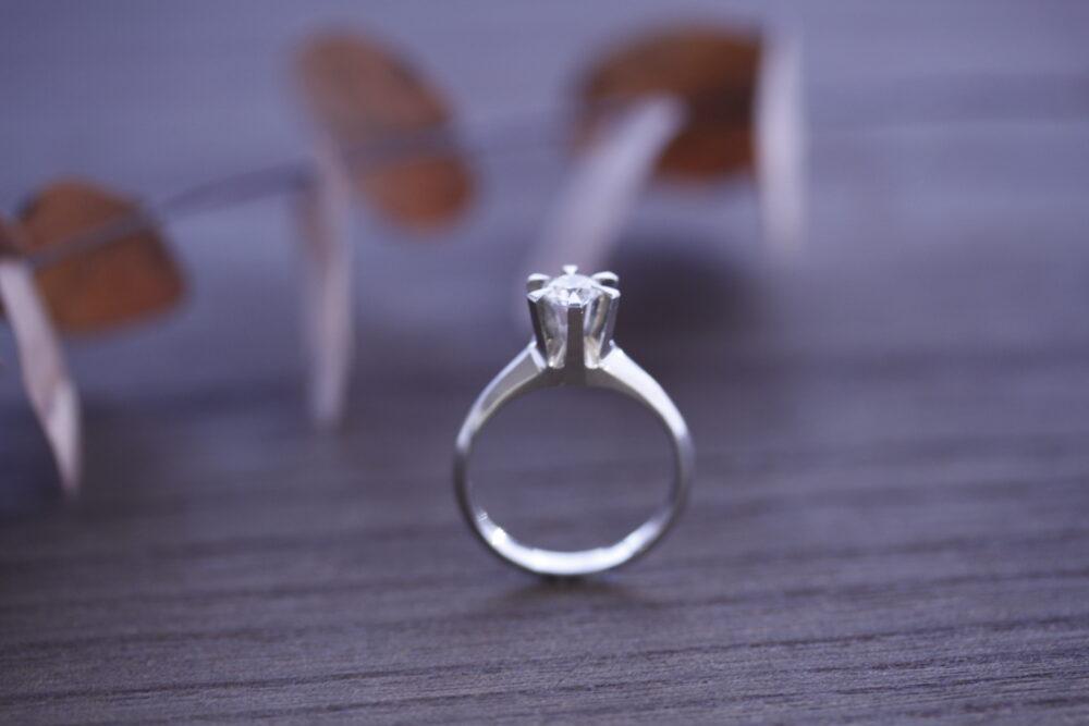 立爪婚約指輪を気に入ったデザインに